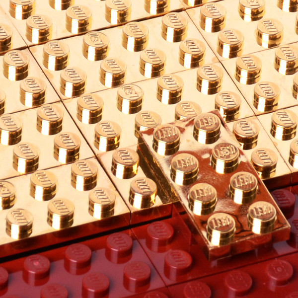 Agabag-Gold-plated-LEGO-bricks-4c-600x600
